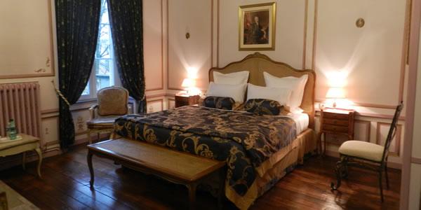 chambre style louis xv quipe dun lit double 180x200m et dun lit simple 1x190m
